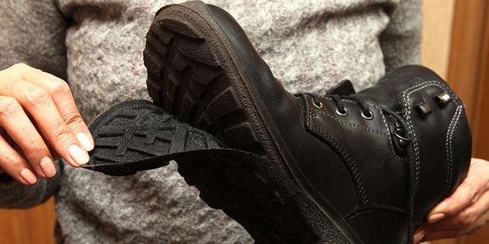Каким клеем приклеить подошву обуви