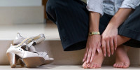 Как быстро разносить кожаную обувь